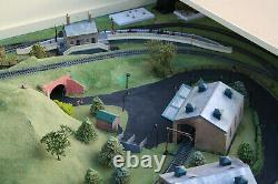 Model Railway Train Track Layout 00 Gauge Train Track & Trains plus Control Pane
