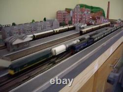 N Gauge 8' x 2'7 Model Railway Complete with Trains, Controller, Buildings etc