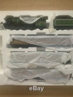 OO Gauge Model Railway UNUSED Hornby R1039 Flying Scotsman Train Set