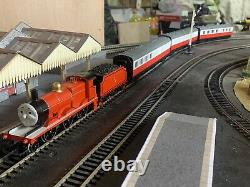 Thomas and friends model trains 00 gauge James the red engine and 3 coaches set