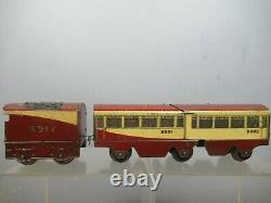 VINTAGE HORNBY 0 GAUGE MODEL No. O 3917 STREAM LINE TRAIN WITHOUT LOCO